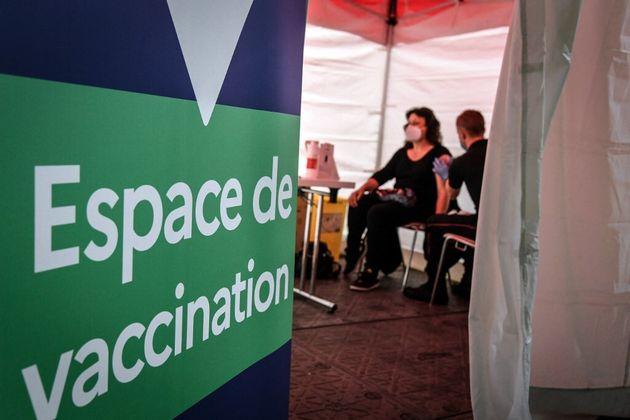 La vaccination est désormais ouverte aux mineurs de 16 et 17 ans atteints de certaines maladies graves...