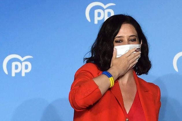 La presidenta de la Comunidad de Madrid, Isabel Díaz Ayuso, celebra su