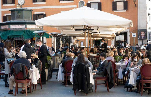 Covid, cibo e la valenza simbolica dei ristoranti