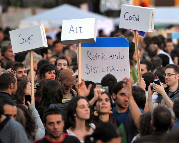 Pancarta 'Reiniciando el sistema' del 15-M.