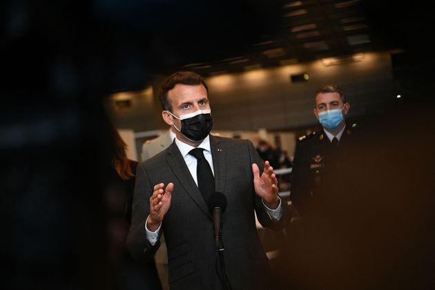 Levée des brevets: Macron a-t-il retourné ou simplement réajusté sa veste?...