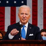 Scorte, Sanders e geopolitica: come nasce la svolta di Biden sui brevetti (di C.