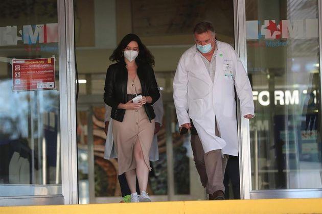 Ayuso, a su salida del hospital Ramón y Cajal de
