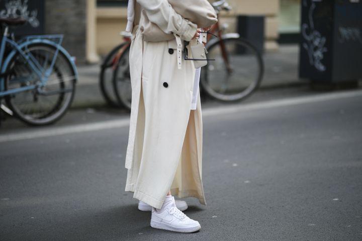Lou Beyer wearing beige Bottega Veneta leather bag, white Nike Air Force 1 sneakers and beige Acne Studios trenchcoat on March 25 in Cologne, Germany.