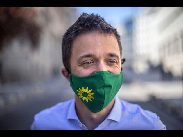Íñigo Errejón, luciendo una mascarilla regalo de Los Verdes