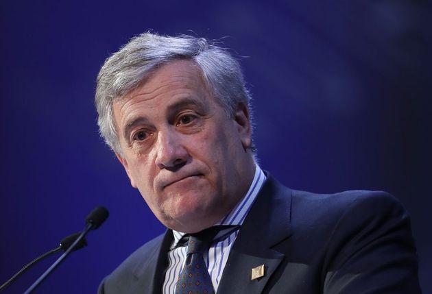"""Tajani: """"La donna si realizza con la maternità. La famiglia? Senza figli non esiste"""