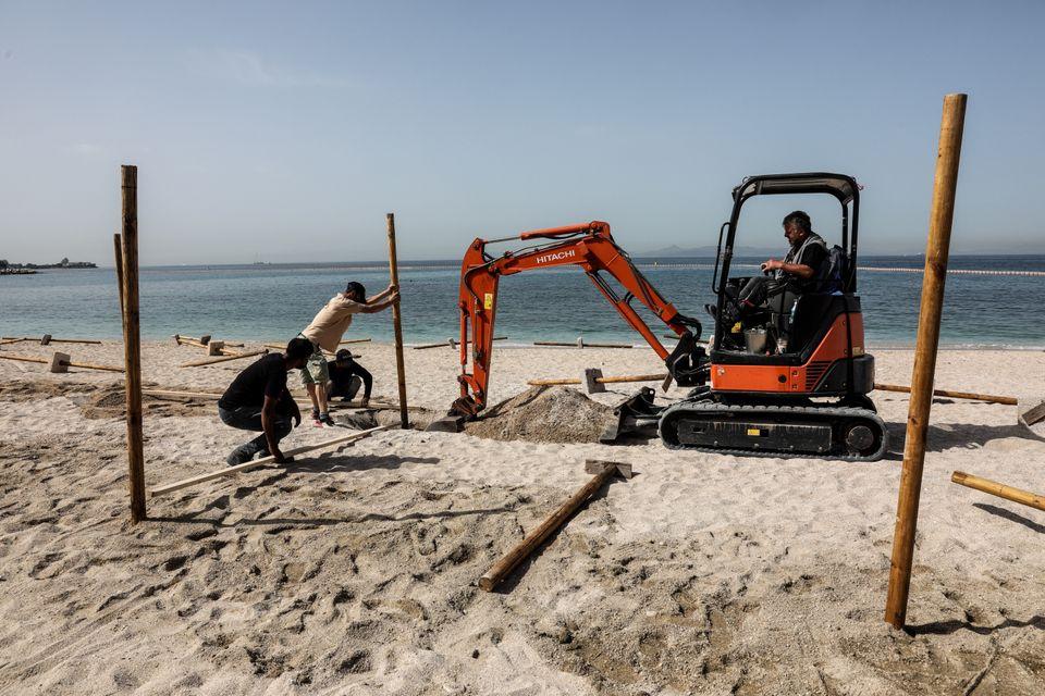 Οι οργανωμένες παραλίες ετοιμάζονται για τη μεγάλη