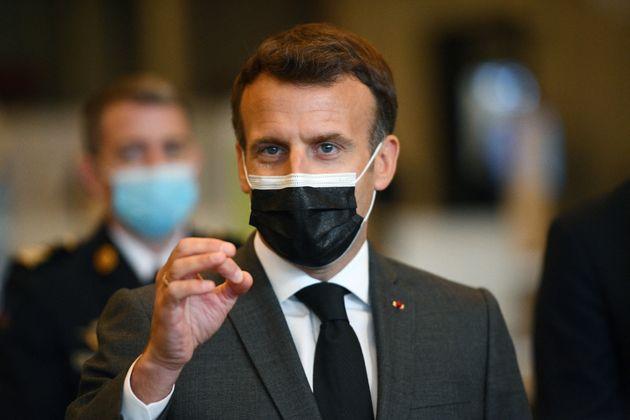 Emmanuel Macron photographié lors de l'inauguration d'un centre de vaccination porte de Versailles (jeudi...