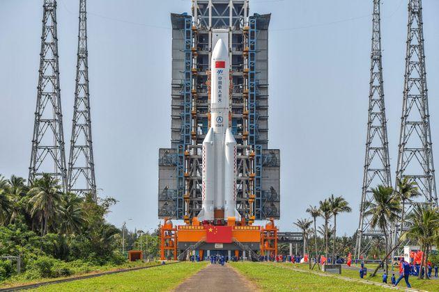 Κινεζικός πύραυλος «εκτός ελέγχου» αναμένεται να πέσει στη Γη τις επόμενες