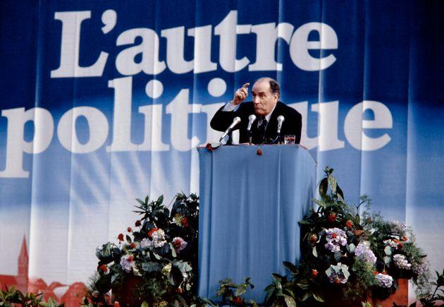 François Mitterrand photographié lors d'un meeting organisé en avril 1981, juste avant l'élection