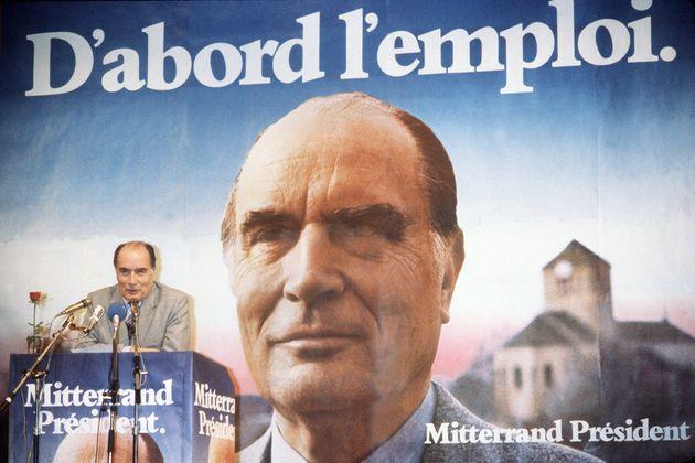 Sur cette photo prise le 14 avril 1981, le candidat socialiste à l'élection présidentielle François Mitterrand...