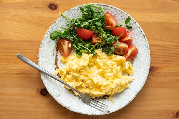 Anyone who's had rubbery scrambled eggs off a brunch buffet bar knows the hazards of trying to reheat eggs.