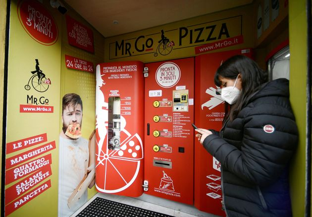ローマに初めて登場した、ピザの自動販売機「ミスター・ゴー・ピザ」(2021/4/29)