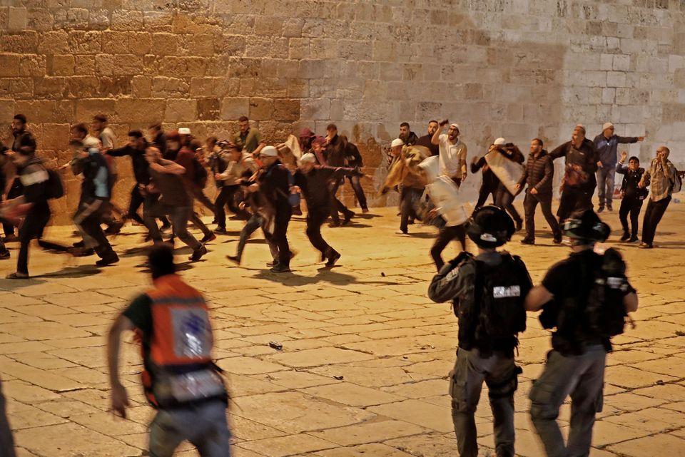 Πάνω από 180 τραυματίες στις συγκρούσεις Παλαιστινίων και ισραηλινής αστυνομίας στην