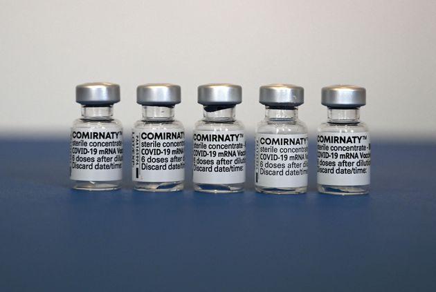 Επεσαν οι υπογραφές: 1,8 δισ. δόσεις της Pfizer/BioNtech στην