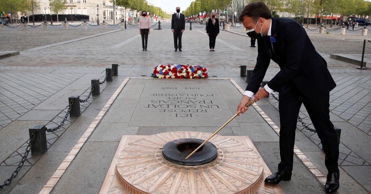 Macron commémore la Victoire du 8 mai 1945 sur des Champs-Élysées vidés de tout public