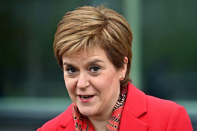 Νίκη στις εκλογές για τα κόμματα της ανεξαρτησίας στη Σκωτία και μήνυμα Στέρτζον σε