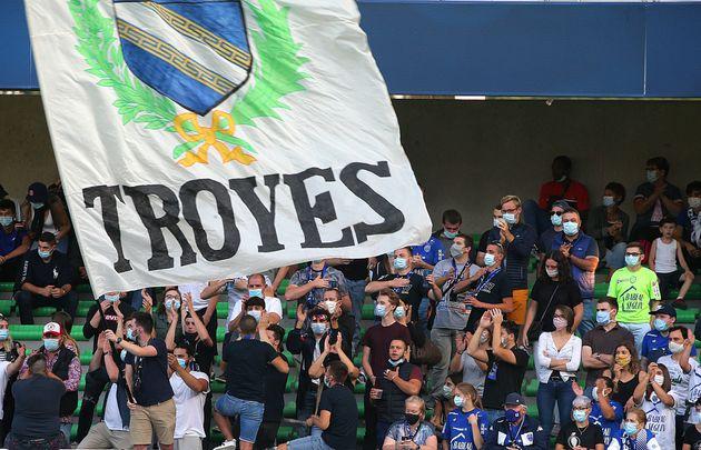 Des supporters de Troyes lors du match Troyes-Pau en Ligue 2, le 12 septembre
