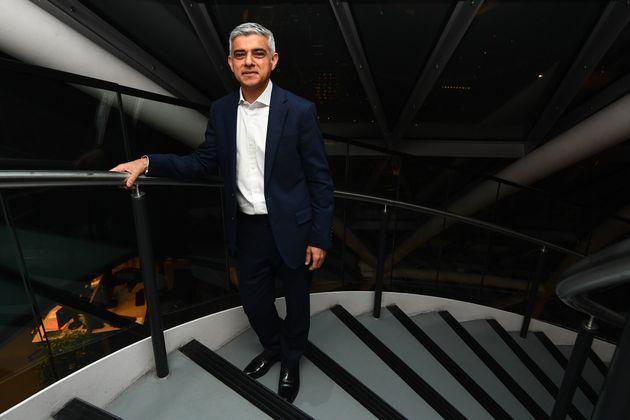 Bbc: Khan sindaco Londra ma solo a ballottaggio