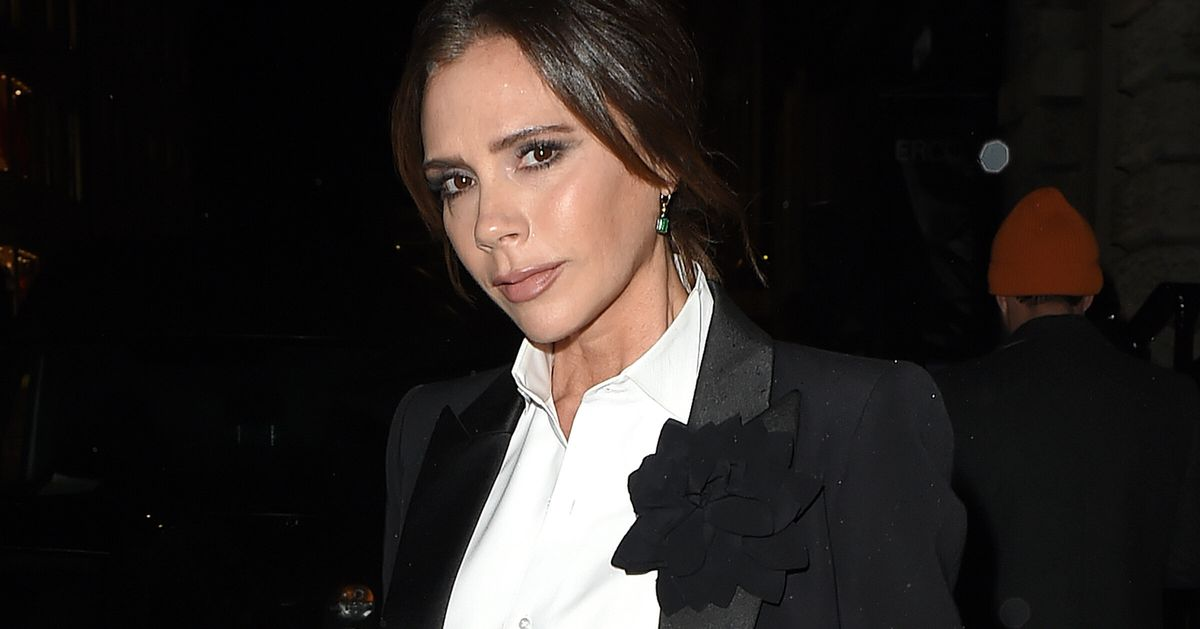 Victoria Beckham Recreates Her Iconic Posh Spice Look And Just Get Back With The Spice Girls Already