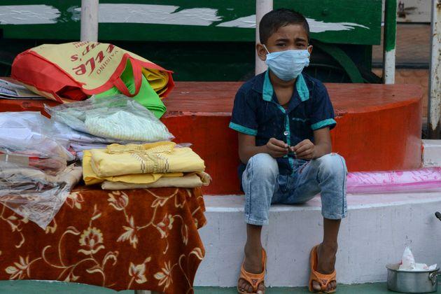 Ξανά πάνω από 4.000 οι νεκροί στη Ινδία - Φόβος στις πόλεις, εξάπλωση του κορονοϊού στην
