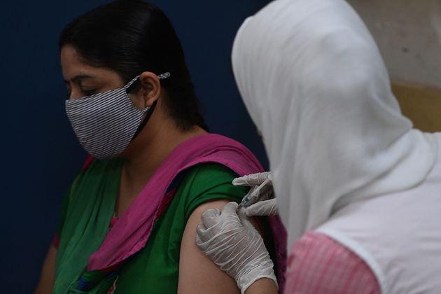 Η πανδημία γονάτισε την Ινδία αλλά η κυβέρνηση ακόμη να επιβάλλει εθνικό