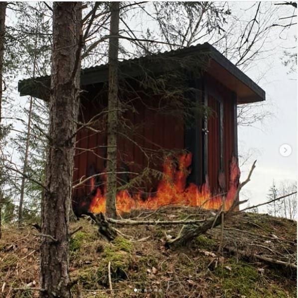 Τουαλέτα θερινής κατοικίας «παίρνει» φωτιά κάθε φορά που
