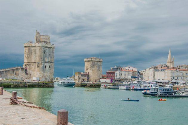 La ville de la Rochelle a installé, ce lundi 10 mai, des plaques explicatives accolées à certains noms...