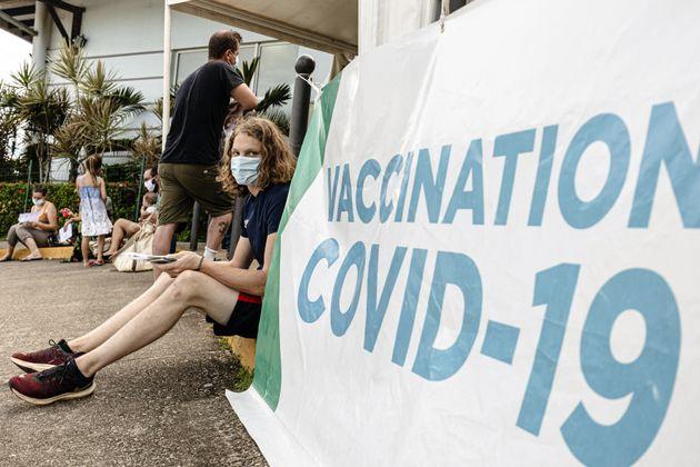 Changer de centre de vaccination pour ne pas rater ses vacances? C'est possible, selon le ministère...