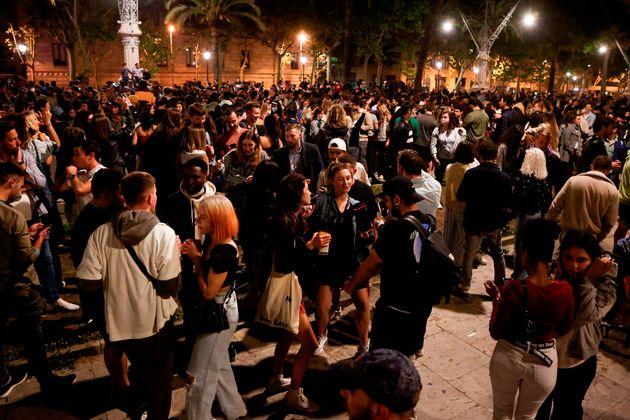 Imagen del Passeig Lluis Companys de Barcelona donde cientos de personas se concentraron tras el fin...