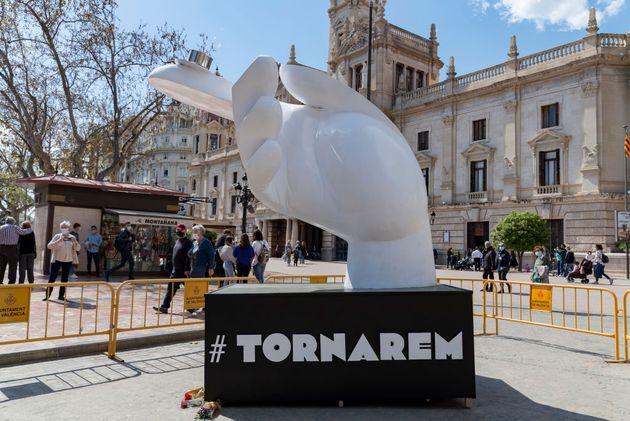 Una de las esculturas levantadas en el primer aniversario de la cancelación de Fallas en