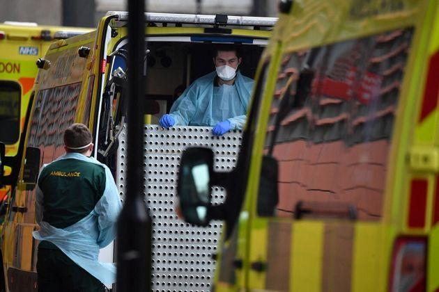 Les autorités sanitaires britanniques ont décidé lundi d'abaisser d'un cran le niveau...