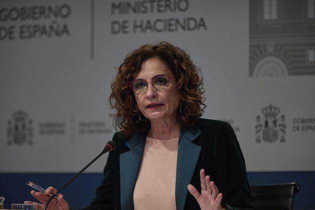 La ministra de Hacienda y portavoz del Gobierno, María Jesús Montero, presenta los componentes sobre...