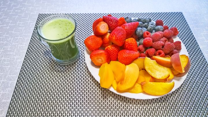 Japanese powdered matcha and fresh fruits: an alternative to liquid chlorophyll, which has unproven benefits.