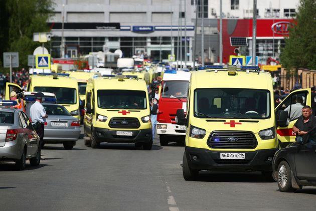 Los medios locales informan de que se han desplazado una veintena de ambulancias a la escuela