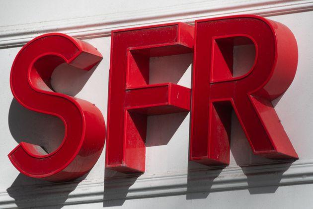 Le logo SFR, visé par une plainte de l'UFC-Que Choisir, devant une boutique à Rennes le...
