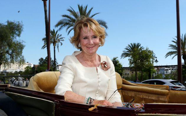 Esperanza Aguirre en un carruaje en mayo de
