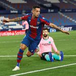 El Barcelona empata ante el Levante y se aleja del