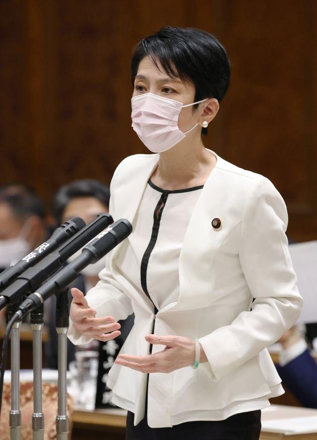 参院予算委員会で質問する立憲民主党の蓮舫代表代行=3月19日、国会内