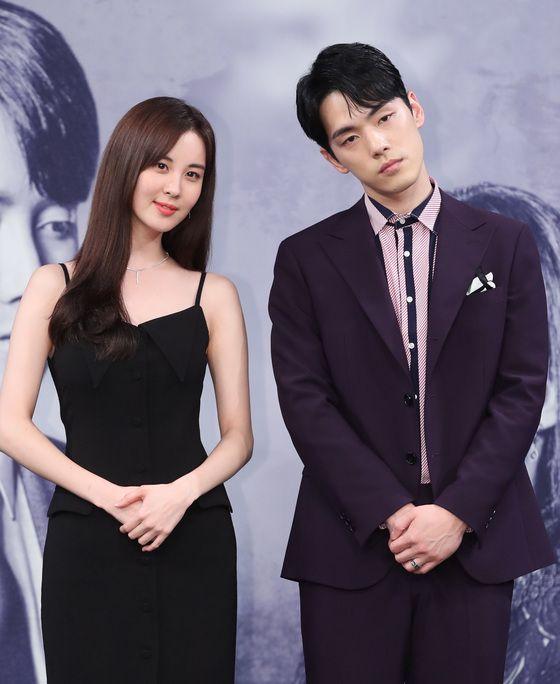 2018년 7월 20일 MBC 드라마 '시간' 제작발표회에서 김정현은 주연 배우인 서주현의 팔짱을 거부한 바
