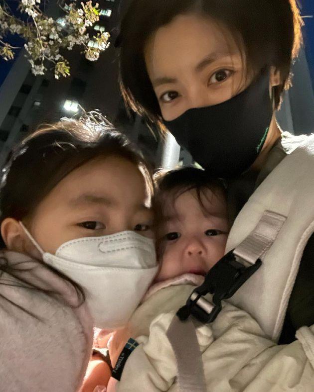 배우 이윤지와 딸 라니,