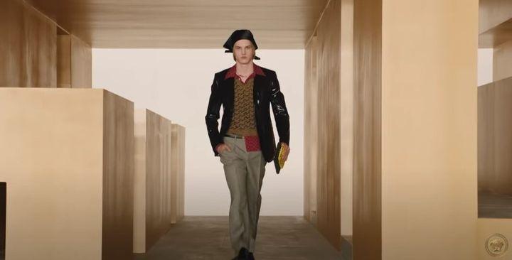 Από την συλλογή για το φθινόπωρο και τον χειμώνα του 2021 του οίκου Versace