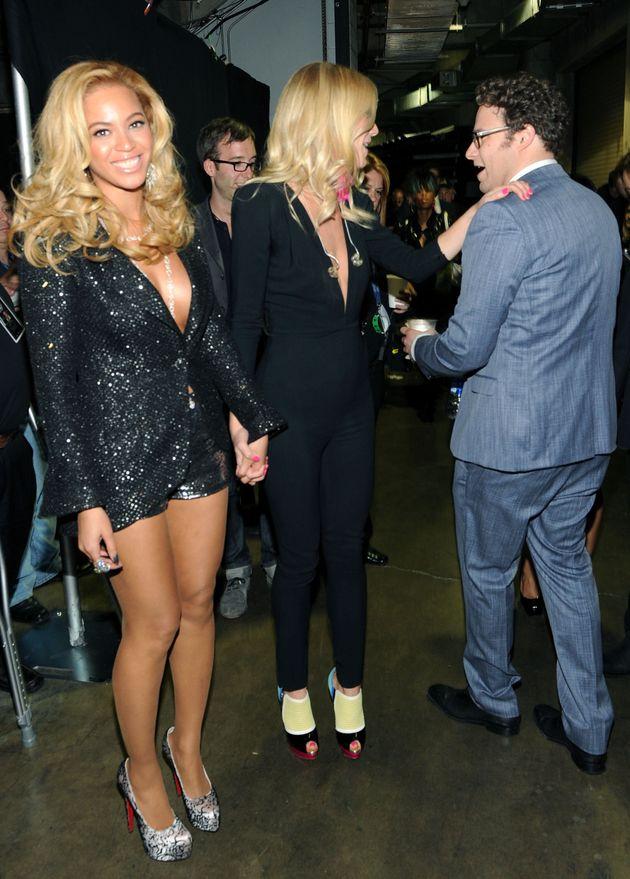 Beyoncé, Gwyneth Paltrow and Seth Rogen backstage at the 2011