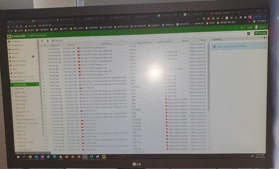 방화벽 시스템(파이어월-드래프트)을 이용해 트래픽을 추적한 화면 갈무리. 중국·미국 내 시스템에 연결돼 데이터 송수신이 이뤄지는 모습을 보여준다. 하루 평균 400MB 분량의 데이터가...