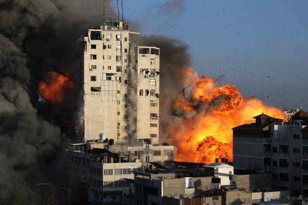 Η Χαμάς συνεχίζει να σφυροκοπά το Ισραήλ που ετοιμάζει επέκταση των πληγμάτων στη