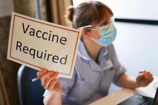 Το 1/4 των Ευρωπαίων απρόθυμο να κάνει το εμβόλιο για τον