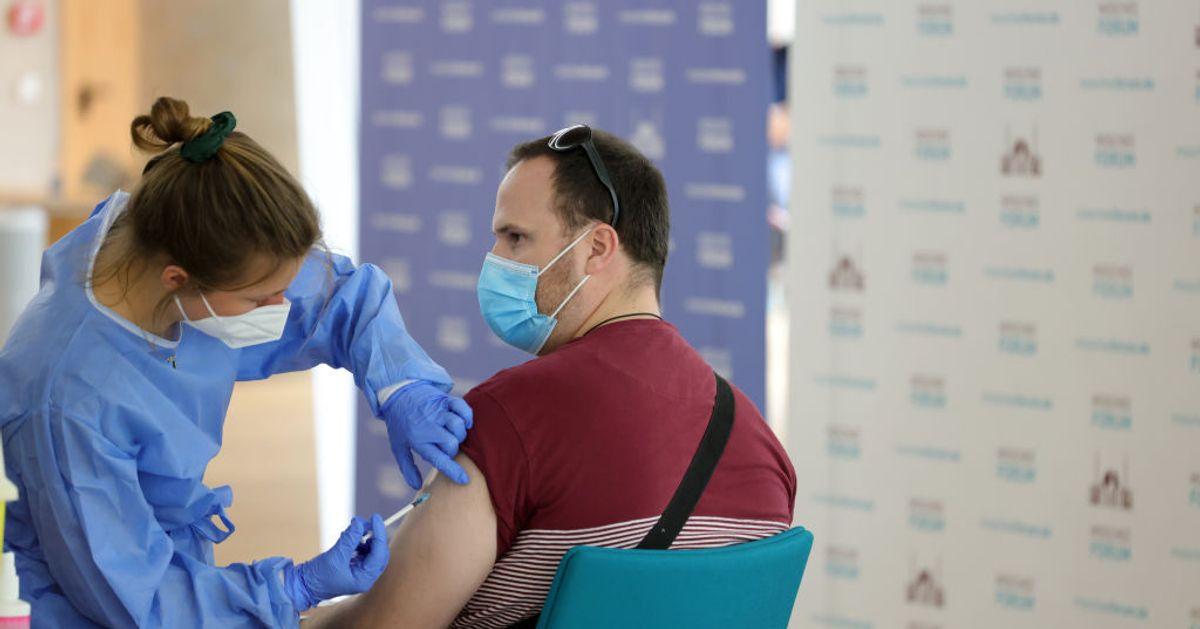 Vacunan por error con AstraZeneca a 94 personas menores de 60 años en Cáceres