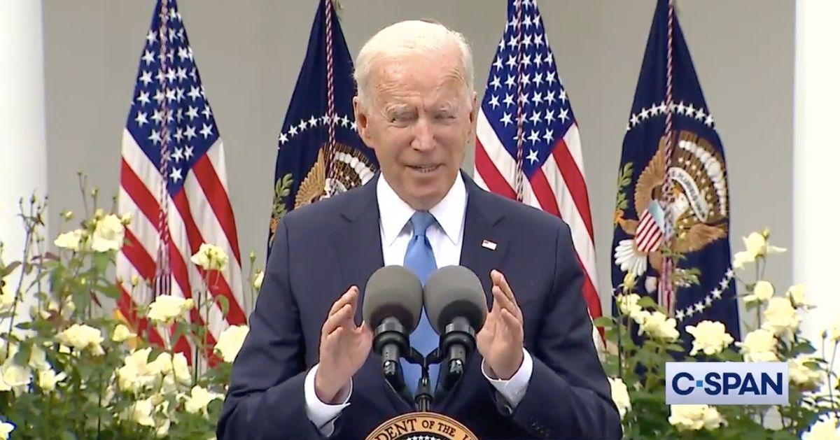 """""""Enlevez le masque et souriez!"""": Biden annonce que le masque n'est plus utile pour les vaccinés"""