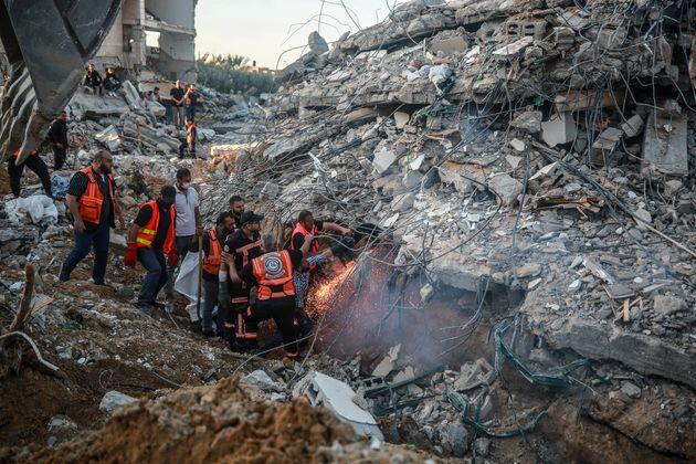 Το Ισραήλ επιστράτευσε και το πυροβολικό στη Γάζα, αλλά η ομοβροντία ρουκετών καλά