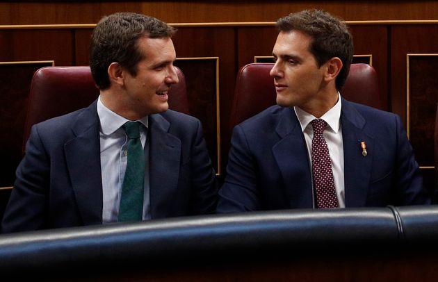 Pablo Casado (izq) y Albert Rivera, en el Congreso, en una imagen de